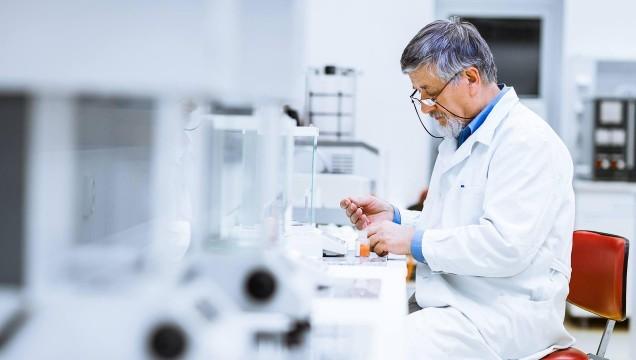 De la nécropsie à l'analyse en laboratoire: les échantillons prélevés sur les bélugas répondent à de grandes questions.
