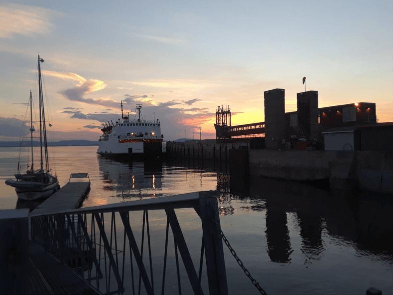 Bateau au quai