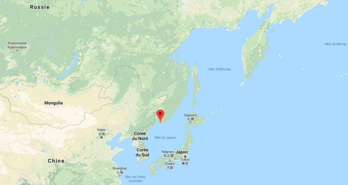 The location of the «whale prison» is showed on a map. The whales were captured in the Sea of Okhotsk, northeast of Nakhodka.
