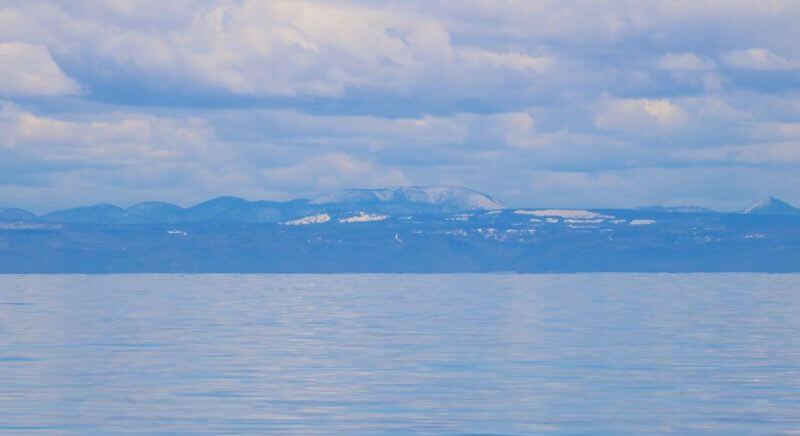 Le mont de l'Ouest dans la réserve faunique de Matane couvert de neige.