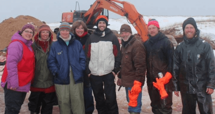 Volunteers from the Magdalen Islands during a necropsy of a humpback whale: Dolores Cyr, Doris Brasset, Fabienne Michot, Sophie Beauchemin, Michael Lainesse, Claude Bourque, Nicolas Koch and Yoanis Menge.