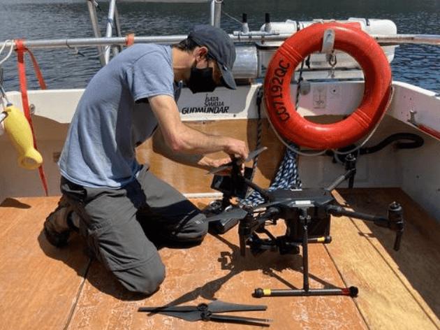 Chercheur sur le bateau